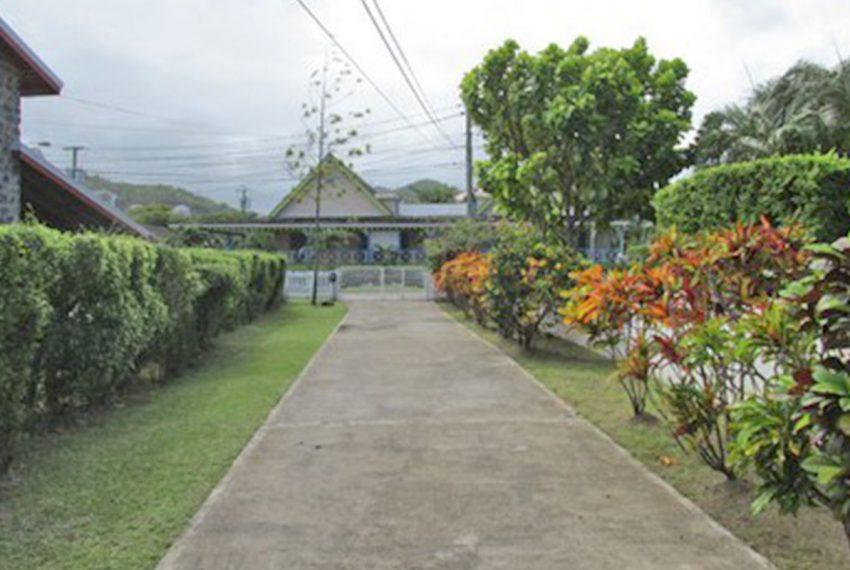 ST-Lucia-Homes---Villa-Kai-Karibe-&-Reflection---Driveway