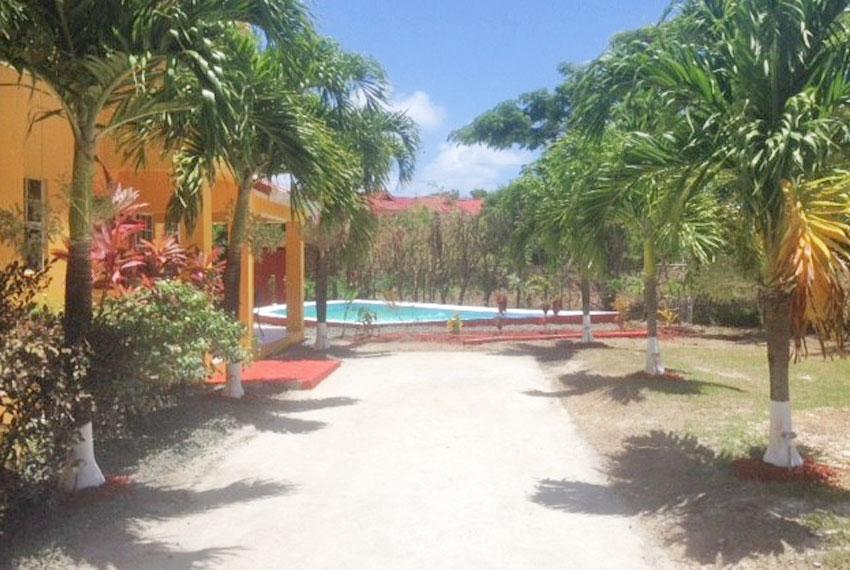 St-Lucia-Home---Bon010---Home-driveway-pool