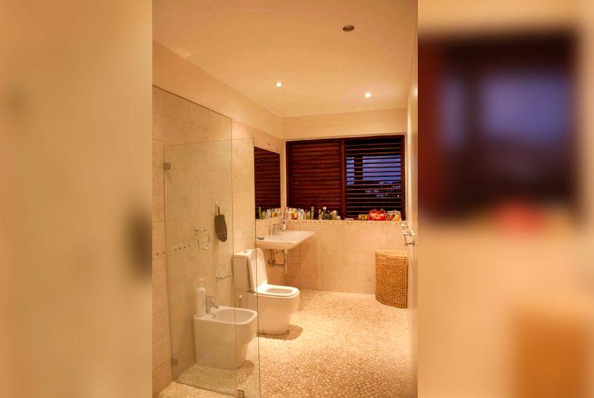 St-Lucia-Homes---Hillside-Villa--Bathroom