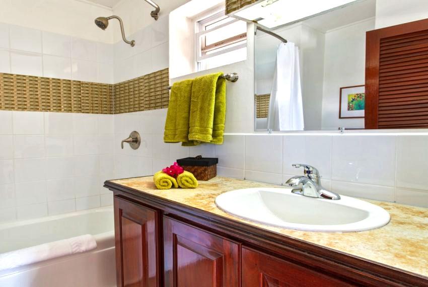 villa hillside bathroom 2