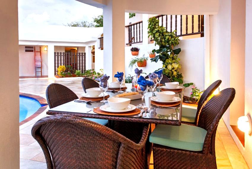 villa hillside outdoor dining