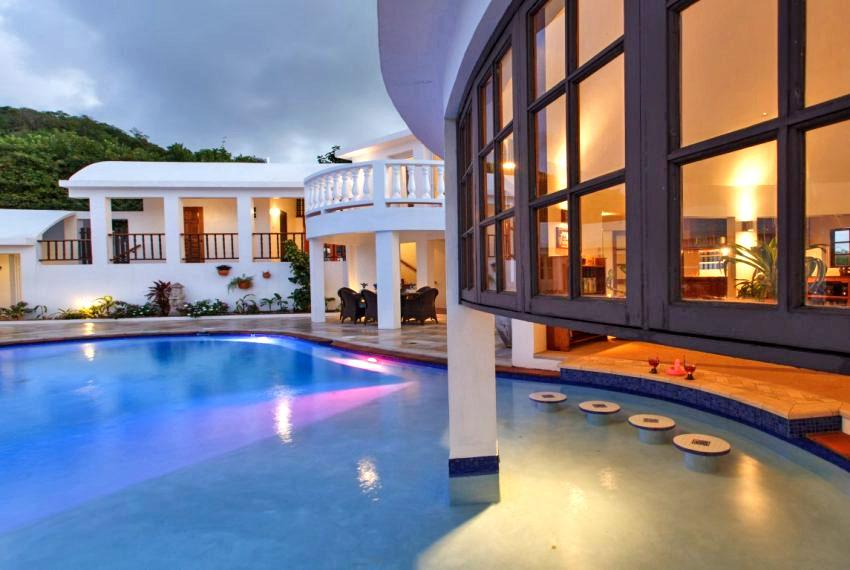 villa hillside pool-2