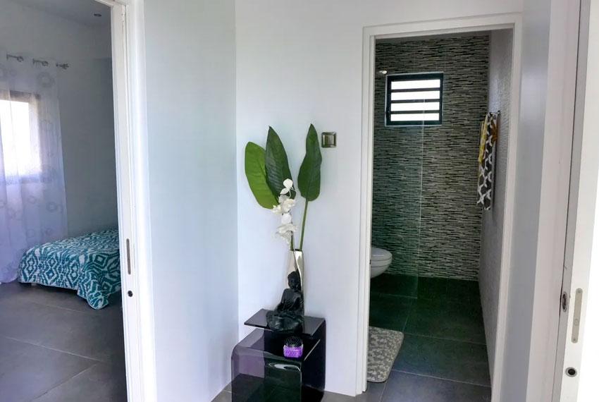 St-Lucia-Homes---GRI005-Lab-Villa---Hallway