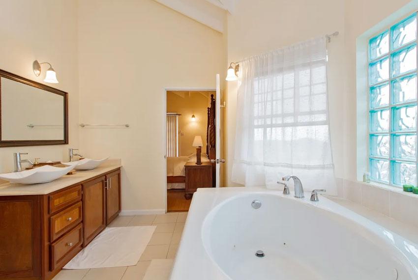 St-Lucia-homes---Villa-Chloesa---Bathtub
